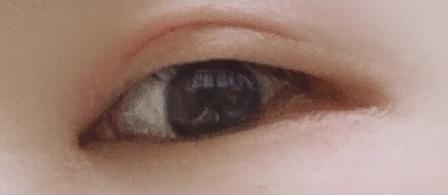 いつも同じ化粧品を使っていたのですが ココ最近化粧後に目元が痒くなり 次の日には三重になるほど腫れ いまは瞼がカサカサ状態です。 保温が足りてないのでしょうか…