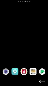 docomoのAQUOS R3を使っています。 今朝Android11のアップデートがきていたので更新をしたんですが、写真の矢印の部分の余白が気になります。 元々この部分に余白はなく、この位置にアイコンがあったのですが上にずれています…。 この余白のせいでウィジェットで使っているカレンダーの予定等も小さくなってしまい、文字が潰れていたりもします。 これってなんらかの方法で直せないのでしょうか...