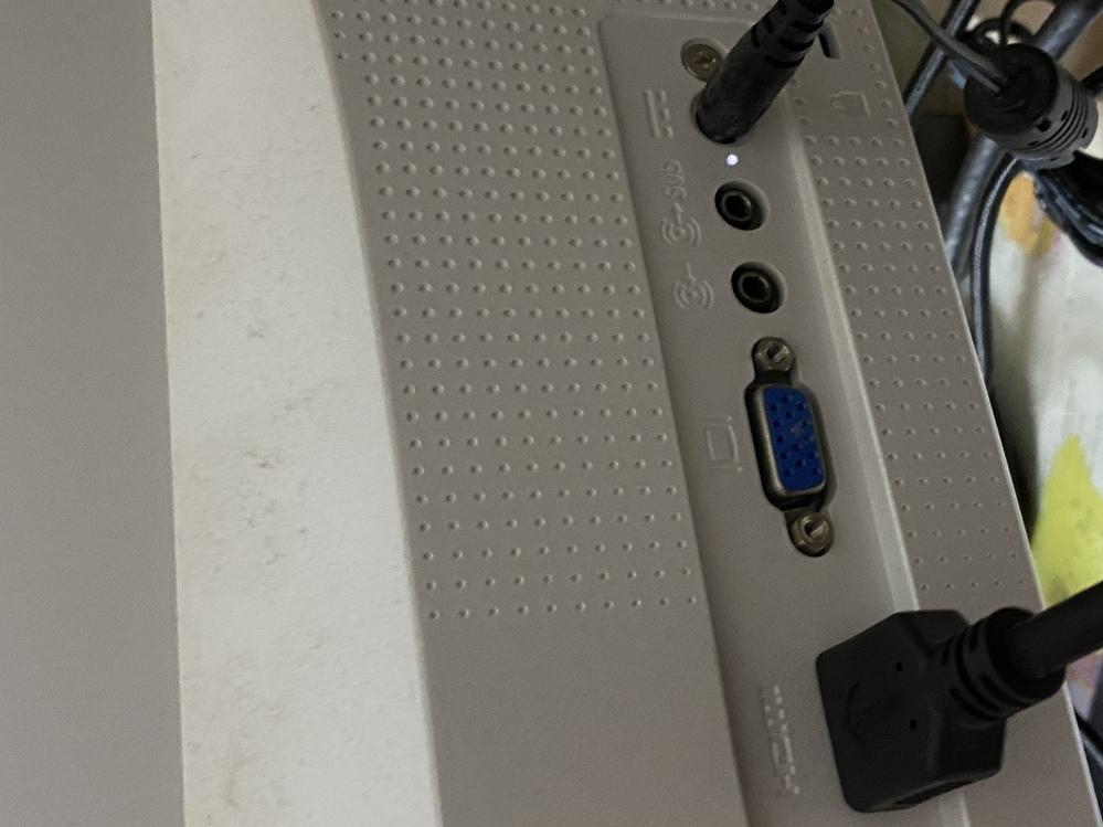 サブモニターとしてHDMIケーブルを挿しても検出されません。 PC側はG-TUNE XM-B モニターはHP の型名不明ですが背面にHDMI端子はあります。 専門用語分からないですが、理由と対策教えて頂きたいです。