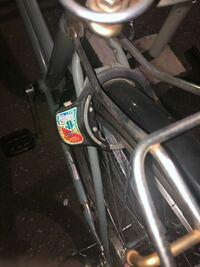 この自転車の鍵の壊し方教えてください 自転車の鍵を盗まれてまいました。 近くに交番もなく、自転車屋さんも歩いて25分ほど先で壊してしまいたいです。 ・業務用ノコギリ・傘鍵試してみても開きませんでした ニッパーで金属部分切れますか?