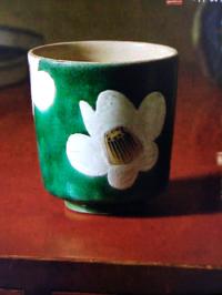この湯飲み茶碗は誰がデザインしたものですか?
