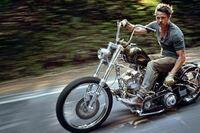 バイクに詳しい方 ブラピが乗っているこのバイクはなんですか?