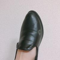 靴を履くといつも必ず同じ場所が擦れます。 同じ人いますか? また、どんな形、素材の靴を履いたらここが擦れにくいでしょうか? 気に入って買った靴も気付くと同じところが擦れてて悲しいし恥ずかしいです。