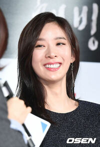 韓国ドラマ VIP を見ています。 似ている女優さんがいて、どっちがどっちか分からなくなります。 髪型とかを違えばいいんですが、長さもニュアンスも似ているんです。 同じチームに旦那さんの浮気相手がいるという事で、一挙手一足投を見ているんですが、分からなくなるんです。 私と同じよう人いませんか? イ・チョンア クック・ソンヨン の二人です。  それと主人公の旦那様の役の方ですが、ぜんぜん素敵じ...