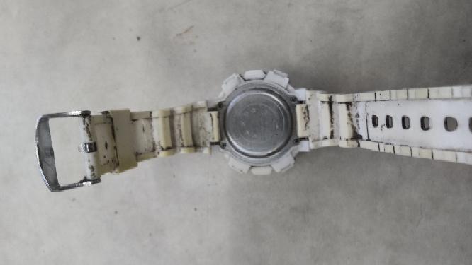 この腕時計の汚れを落とす方法はなにがオススメですか?