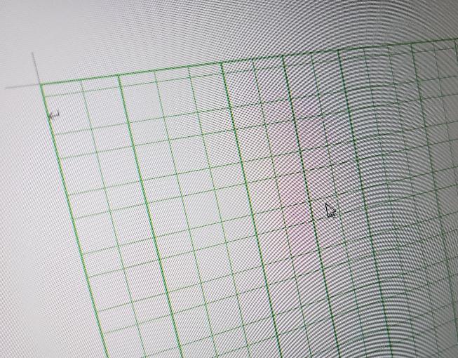 Wordソフトでの原稿用紙設定についてなのですが、フリガナを書く行にまでマス目の線で区切られてしまって消し方がわかりません。普通の市販の原稿用紙のように本文のみマス目でルビ部分のマス目の区切りを無しにする 方法はありますか?教えて頂けると助かります。
