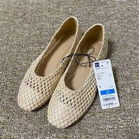 チップ500枚! 彼女が一緒にGUに行った時に ストローバレエシューズをすごい欲しそうにしていました。 ですが彼女は身長もすごい小柄です。 なので足も21.5です。 そんな彼女の足にはどれも合わず、残念ながら帰ってきました。 そこで足の小さな彼女にストローバレエシューズと同じような靴を買ってあげたいです。 ほかの店で似たような同等な値段の21.5がある商品はありませんでしょうか。 写真添付し...