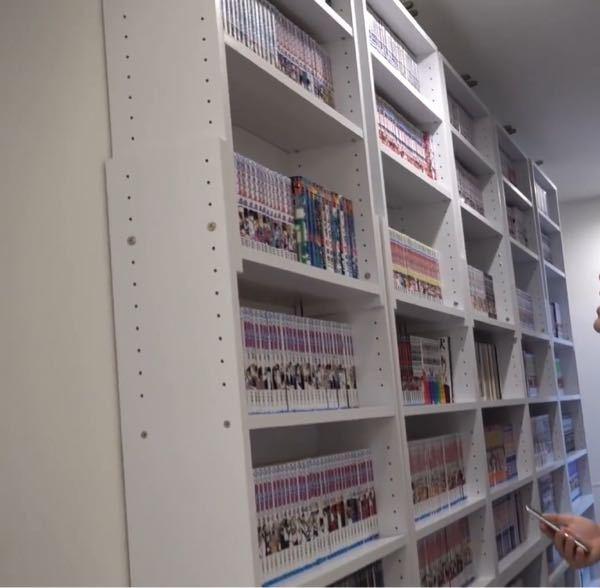 下の写真の本棚を探してます。 どこのメーカーの本棚かわかる方がいたら是非教えて下さい!!段数は10段です。