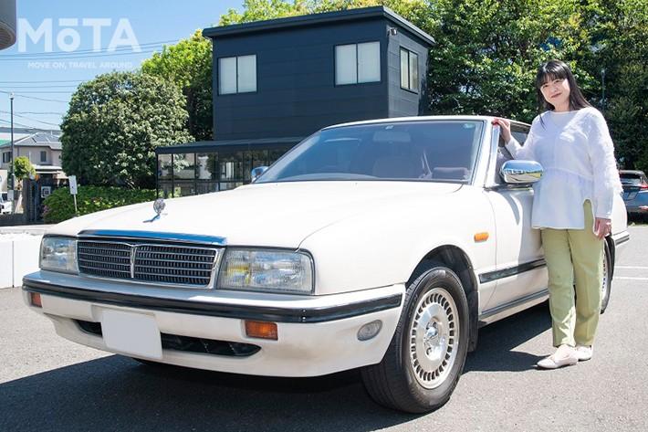 2021年3月17日(水)、日産は女優の伊藤かずえさんが新車から30年以上愛用する「日産 シーマ」をレストア(新車同様に修復)することを発表したが、レストアのためのシーマ引き渡し・入庫が4月26日(月)に神奈川県 茅ケ崎市のオーテックジャパン本社にて実施された。約半年の期間で実施する予定。 日産ではレストア期間中、新車ラインナップの中から好みの代車を提供するとしていたが、その車種が「キックス e-POWER」に決まった。 素晴らしいですね?!30年も乗り続けるなんて。いじり倒す車バカと違い純正で乗り続けたこその賜物ですね?! いやぁ、素晴らしい!