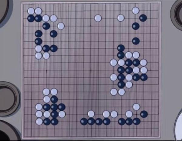 囲碁について教えて頂きたいです。 最近ヒカルの碁を見て、囲碁をちゃんと理解した上でアニメを見たいと思ったので教えて頂きたいです。 知識はルールを知っているぐらいです。(陣地が多い方が勝ち、とか基本のことぐらい) なぜ画像のような場合で白が勝ちなのでしょうか?? 色々調べて見たのですが、まっったく理解ができず 真ん中に何故置かないのか、石で囲んで陣地を取るのになぜこんなにまばら(?)おいているのか、こんなすかすかな状況なのでまだ続けられるのでは?など理解できない点がいくつもあります。 もっとアニメを楽しく見たいので、教えて頂きたいです>.<