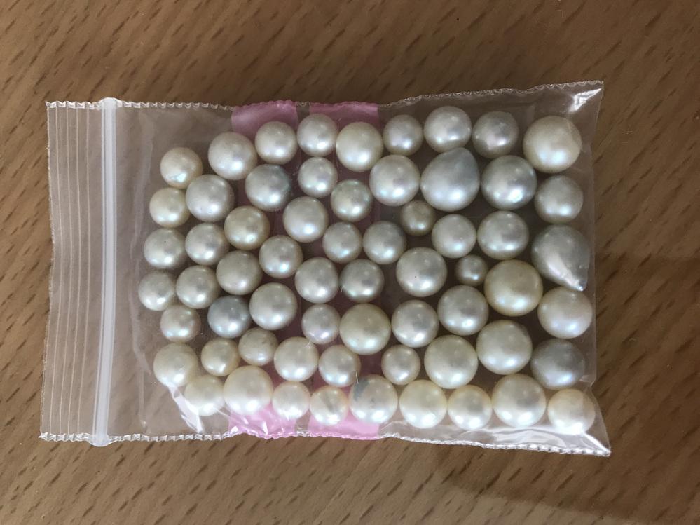 教えていただきたいたいです。 これは加工前の真珠なのか、 本物の真珠なのかよくわからなくて、 知りたいです。 分かる方教えください。 よろしくお願い致します。