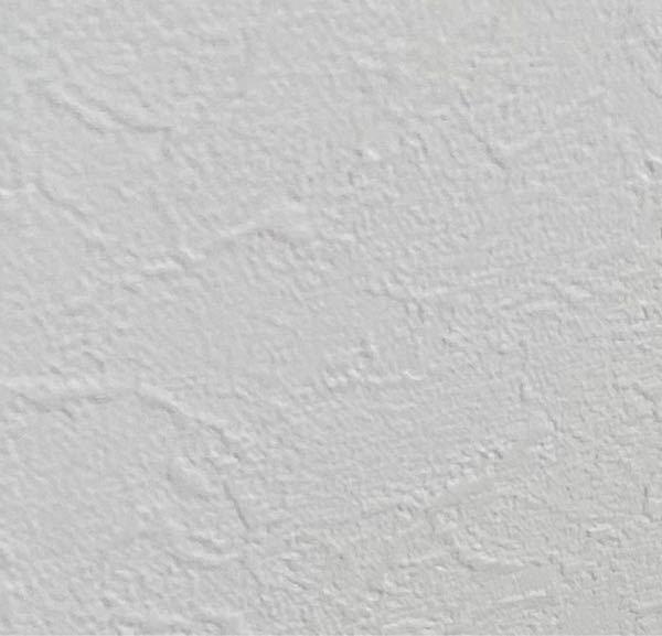 壁に絵を飾るのに3Mのコマンドフック使おうと思うのですが、塩ビ製壁紙にしか使えないらしいです。壁紙の種類について調べてみて、紙や布では無いし恐らく塩ビ製なのではないかと思うのですが見分ける方法は...
