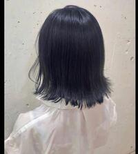 ヘアカラーについてです。 この写真の色にブリーチ無しで地毛の色をある程度落としてから染めてもらうのですが、青髪の色持ちは何日ほどでしょうか??
