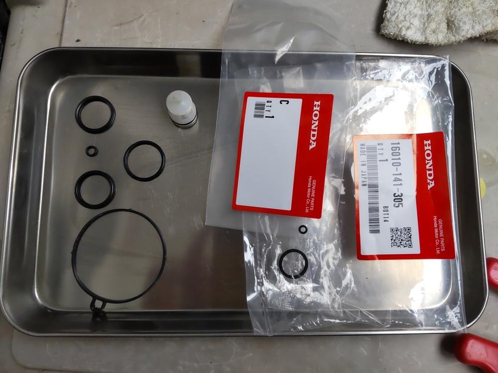 カブ c50キャブレター ガスケットセット モノタロウで購入してキャブレターのオーバーホールをしましたが、写真の未開封の2つが余ってしまいました。本来どこにつくものでしょうか?