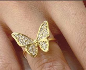 この画像の指輪、どこの物かわかる方、いらっしゃいませんか?