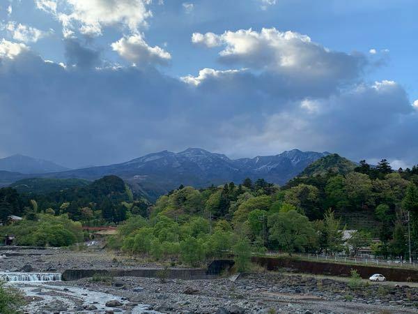 以下は日光で撮影した日光連山の写真なのですが、写っている山の名称を教えて下さい。