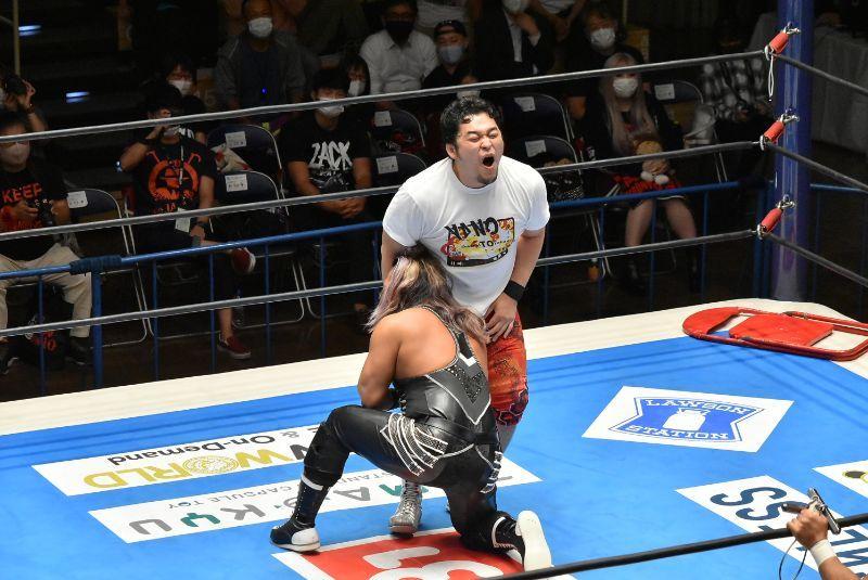 新日本プロレスのEVILは何故プロフィールや選手紹介の得意技、必殺技の欄に「急所攻撃」と書かないんですか? 毎回のように繰り出し、これでフィニッシュに結び付けることも少なくなく、立派に「得意技」...