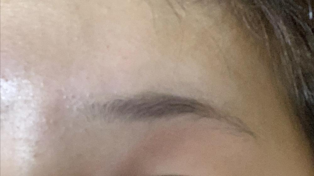 この眉毛どこを整えてどこを書けばいいのか分かりませんアドバイスあれば教えていただきたいです