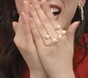 永野芽郁ちゃんが、テレビ番組のお笑い脱出ゲームで着用していた3本指のリング?ってどこのものかわかりますか?
