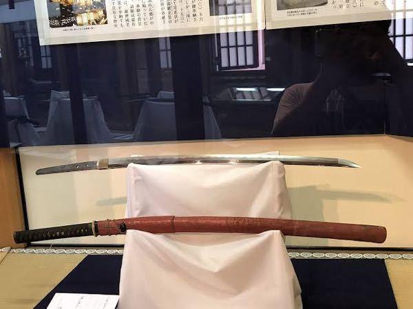 神社などにある奉納刀って柄などがない刀と鞘と柄などが付いた刀がありますが鞘と柄が付いた刀?って刀身があるんですか?? ※写真下の様な感じ