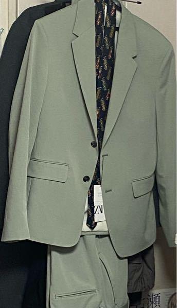 攻めた色のダブルブレストスーツを買っちゃった。 どう、着ようか。助けて