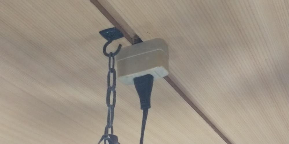 このタイプの吊り下げ蛍光灯からLEDシーリングライトにしたいのですがどのような部品を使えばよいでしょうか? また、取り付け方等も教えてください。