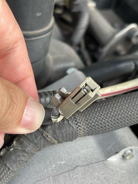 フォードエクスプローラーのオルタネーターに繋ぐ電線のやつが折れちゃったんですがこれの名称分かる方いますか?