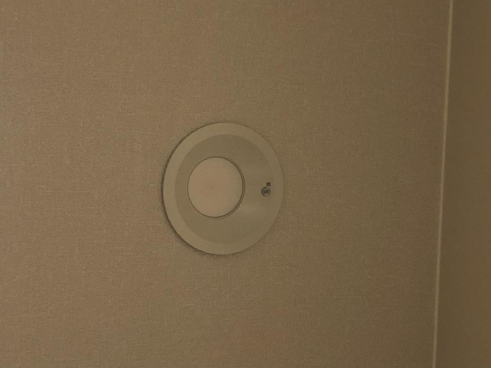 こういう電気って、どうやって取り替えたら良いのでしょうか。 蛍光灯にしたいです。