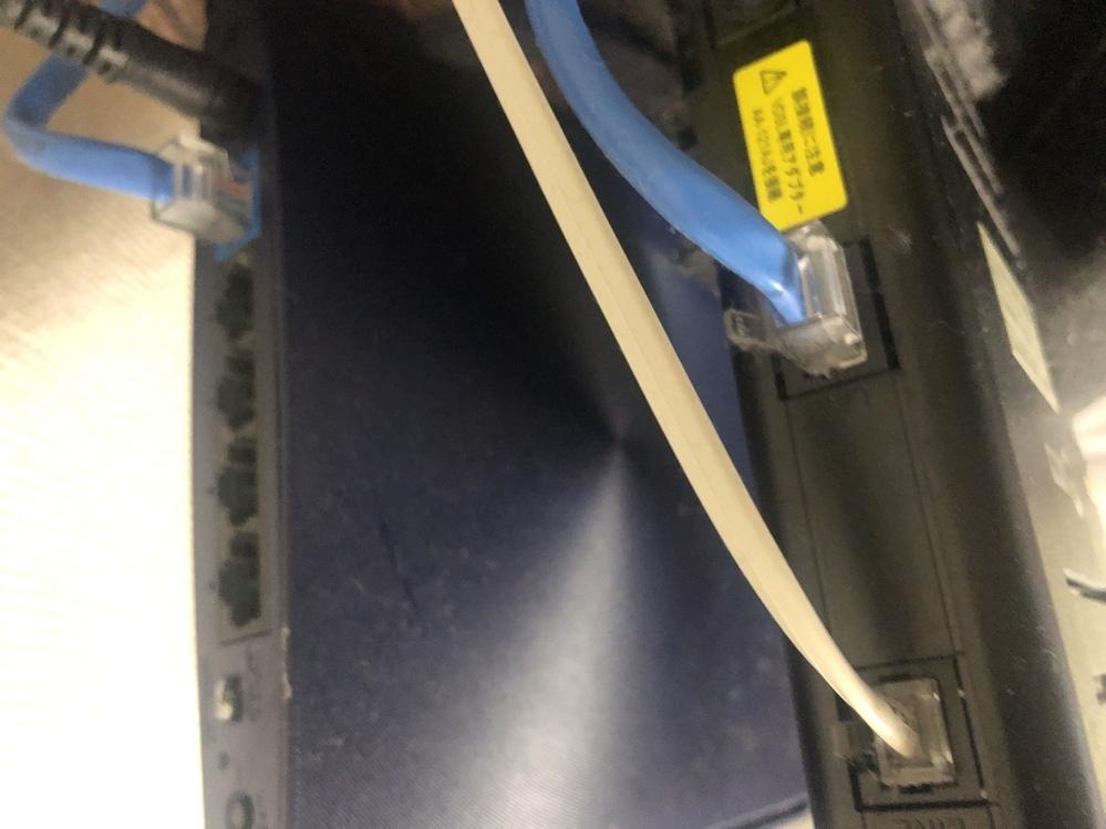 家のWi-Fiが切れました。 この青い線を抜き差しすれば良いでしょうか?