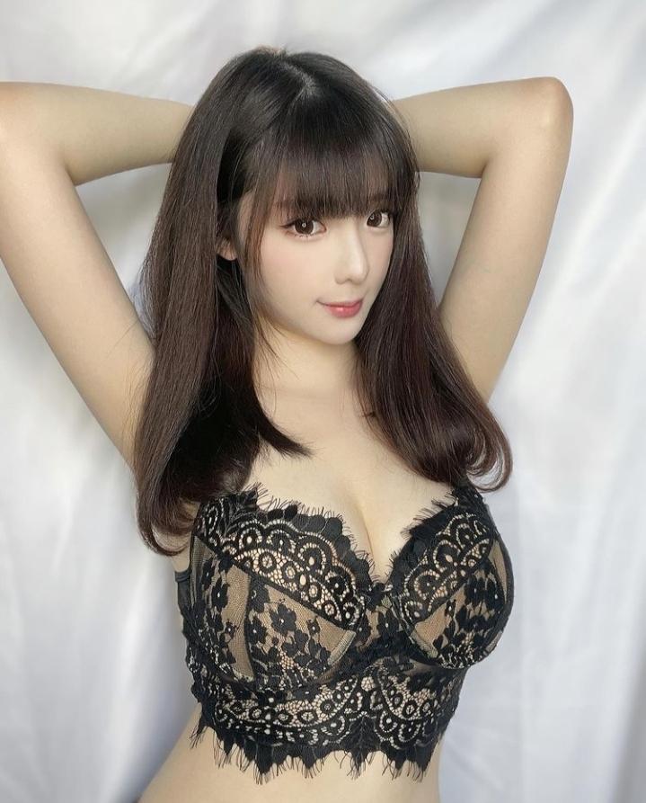 この女性の名前を教えて下さい。