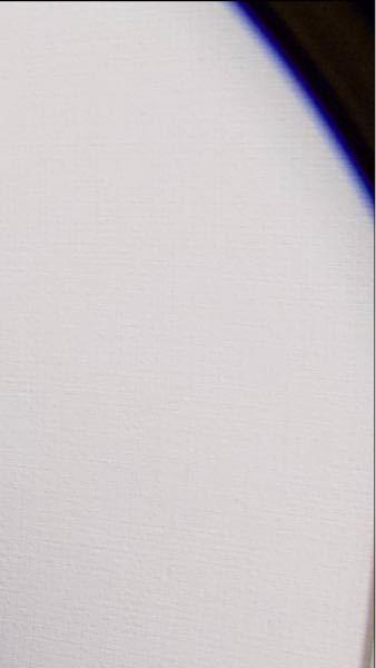 コンデジでズームをしないでRAWデータで撮った写真の隅っこに黒い影ができてしまうのですが何故ですか?4つ全ての隅っこです。スマホで読み込んだ時だけそう見えます。
