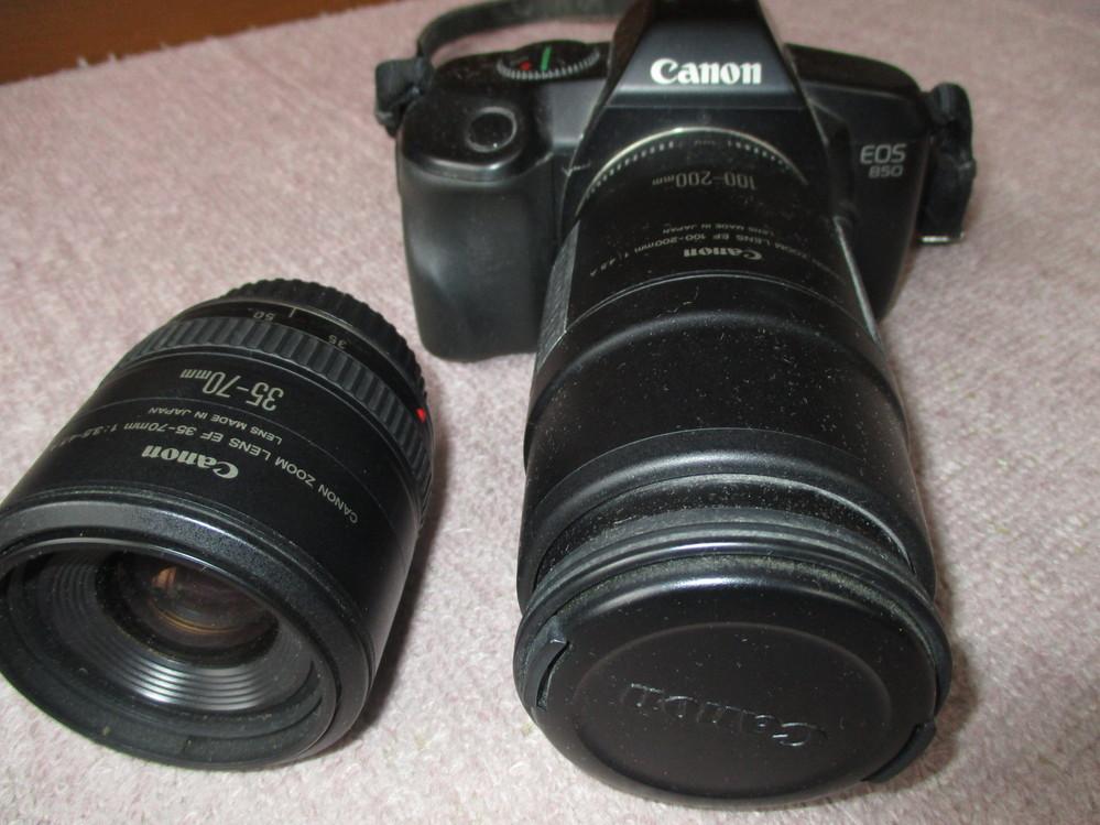 フィルムカメラCanon eos 850 に100-200m と 35-70m のレンズがあります。 モータードライブとストロボもついています。30年ほど前に全部で15万円ほどで購入して2~3年使っただけです。 ずばり、現在価値はありますか(売れますか)。