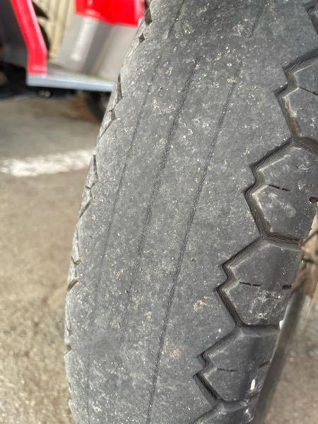 エストレヤのタイヤなのですが、お金の関係であと1ヶ月このタイヤで走りたいです。 大体の計算であと150〜200kmくらいは走ると思います。(ツーリング行く時おそらく300行くかなくらい この条件でバーストなどの危険性はありますでしょうか?