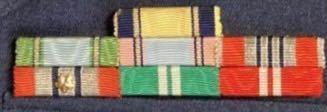 一等空佐で防衛記念章が7個というのは少ないですか?一尉でも13個ほど付けています。