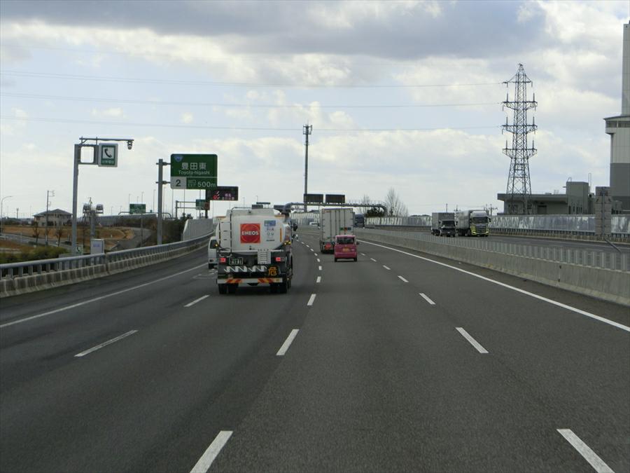 この高速道路の車線数を見て、どう思いますか