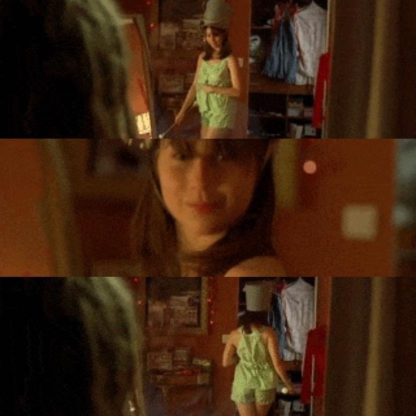 この映画の名前わかる方いますか? 緑の服着て踊ってました したの画像はその映画の一部です。 お願いします
