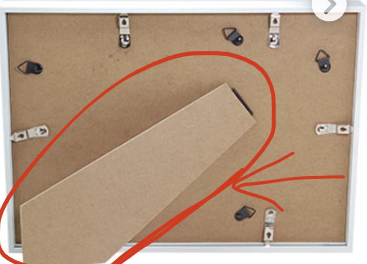 100均などの写真立てや鏡などの裏側についている三角形の部分の名称を教えて下さい。 写真の矢印の部分になります。