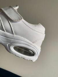 靴をコインランドリーで専用の機械で洗濯したら、エアの部分に水がたまりました。 日干しして3日ほど経ちましたが、乾きません、どうしたらいいでしょうか? また、履いていたら、この水が染みてきますかね…