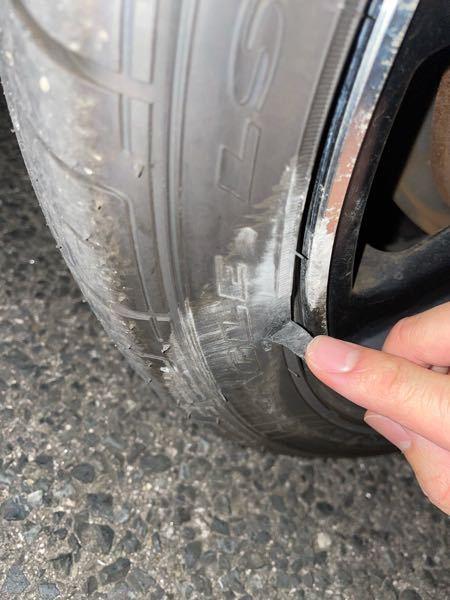 縁石にタイヤを乗り上げてしまってタイヤの側面がささくれのような状態になってしまいました。 タイヤを変えてから1ヶ月経ってませんが、変えるべきでしょうか。 また、帰るならタイヤ一つだけで大丈夫でしょうか。