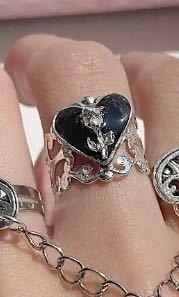 ハンドメイド等の詳しい方にお聞きしたいです!! こちらの指輪のパーツ(指輪台じゃない方)を探しております!薔薇だけでなく、くまのパーツ等も探しているので売っているサイトを知っている方は教えていただきたいです!!