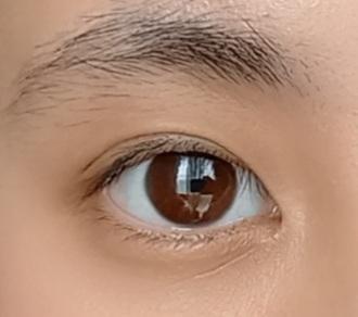 この目は末広二重ですか?奥二重ですか?