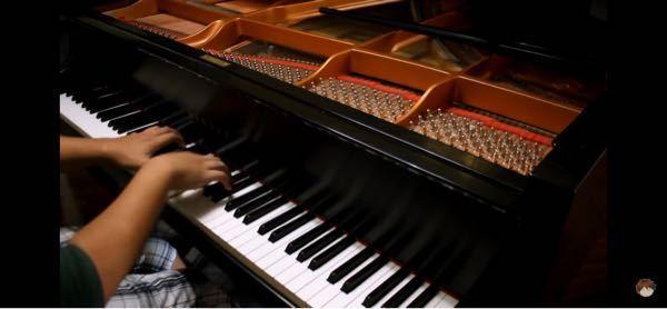 この方の使ってるピアノの機種を教えてください