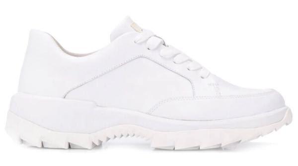 この靴はどこのメーカーのなんて言う靴ですか? 分かる方お願いします! 調べてもなかなか出てきません(泣)