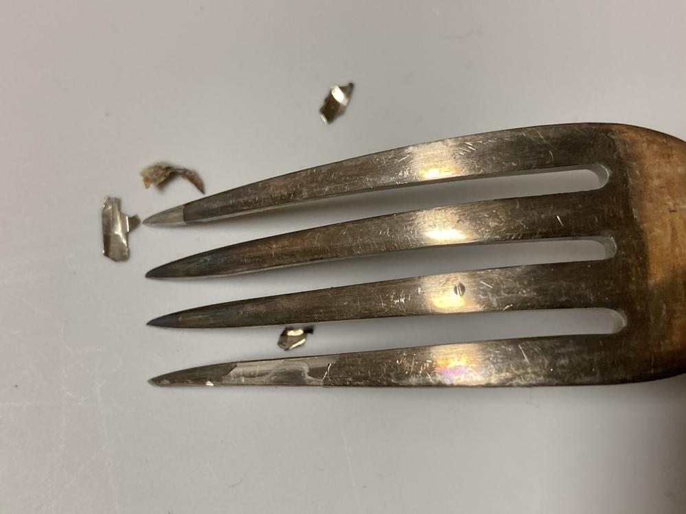 アンティークのフォークが剥がれました。 これはシルバーではなく、シルバーメッキですか? アンティーク シルバー 銀 銀メッキ カトラリー フランス