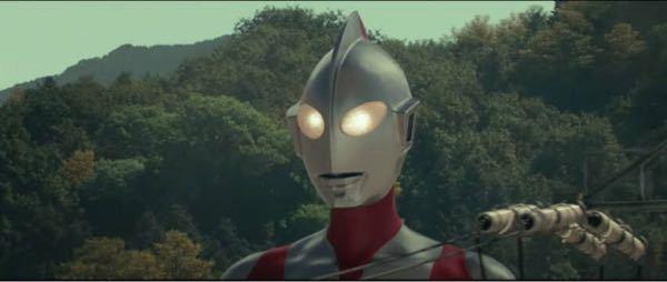私は(シントラマンの展開を)予想して.思ったのですが シン・ウルトラマンの展開は2004年に公開された ウルトラマン.ザ .ネクスト同様の現実世界に怪獣が現れたら人間達はどう対処していくのかをテ...