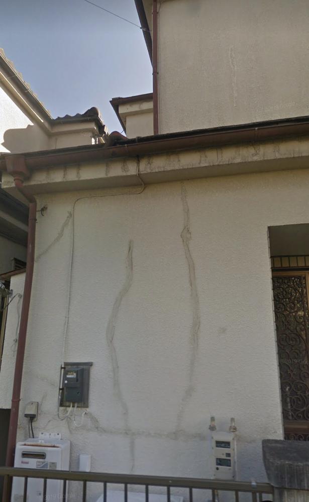 リフォーム 画像のようにヒビ補修のした外壁を塗装する場合、相場はいくらですか? 70平米の建物です。