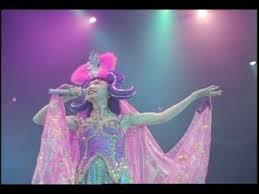 今まで見たコンサートで1番楽しかったのは誰のコンサートでしたか? ・男女は問いません・ 松任谷由実さんのコンサートです!