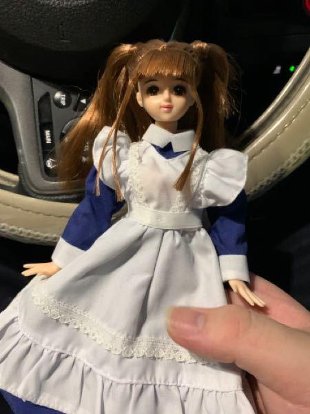 ジェニー人形に詳しいお方に聞きます。 本日リサイクルショップにてジェニーフレンドをお迎えしたのですが、 名前が分かりません。 服が変えられたのであればさらにわかりにくいですが、 この子について...