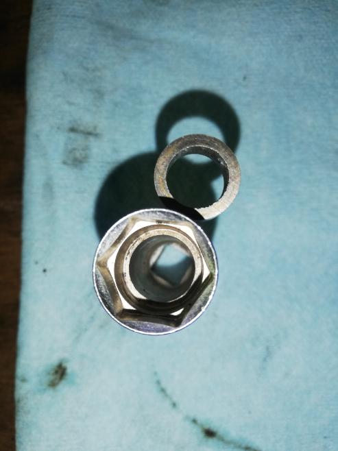 プラグソケットの磁石が取れてしまいました。 買い替えた方が良いですか?