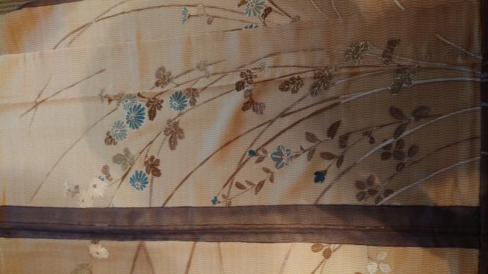 こんにちは。 こちらの紗袷は6月上旬に着用しても大丈夫な柄でしょうか? それとも9月でしょうか? 宜しくお願いいたしますm(__)m